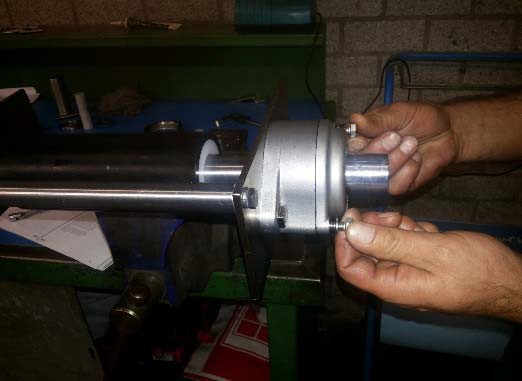 Tightening of the attachment bolts